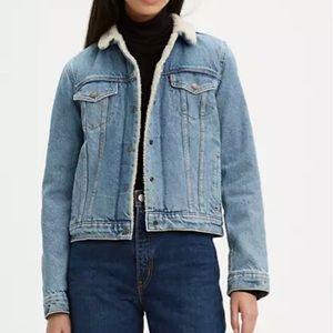 EUC Levi's Fleece Lined Denim Jacket Size M